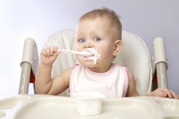 Si può iniziare lo svezzamento bambino led a 4 mesi?